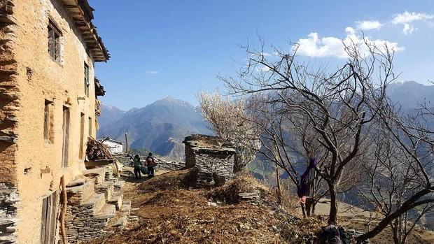 Nỗi đau đớn của phụ nữ Nepal trong kỳ kinh nguyệt: Không được ngủ tại nhà, có người chảy máu tới chết - Ảnh 1.
