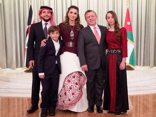 Vẻ đẹp và khí chất của 15 gia đình Hoàng gia trên khắp thế giới - Ảnh 3.