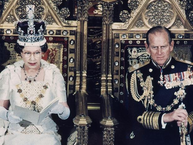 Hoàng tử George mang họ gì khi đi học và câu chuyện ít người biết về họ của gia đình hoàng tộc Anh - Ảnh 3.