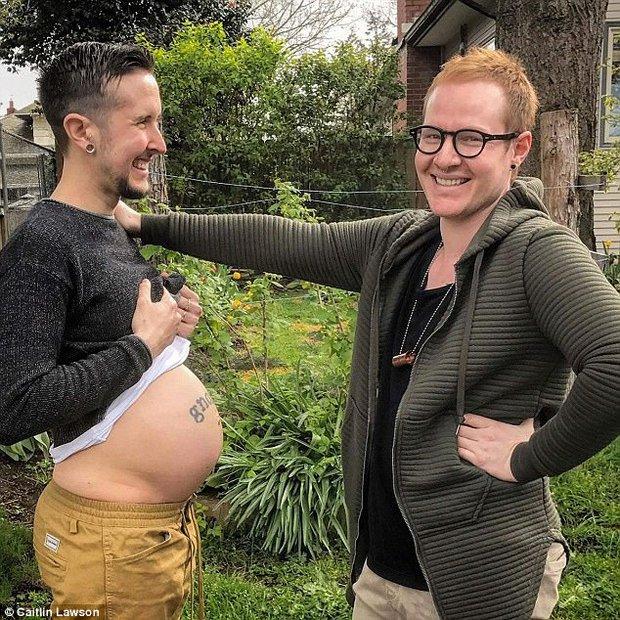 Người đàn ông chuyển giới vừa sinh hạ một bé trai xinh xắn sau lần sảy thai đau đớn trước đó - Ảnh 3.