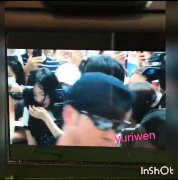 Ngày xui sấp mặt của Taeyeon: Ngã giữa sân bay, camera đập trúng đầu, truyền thông bịa đặt - Ảnh 3.