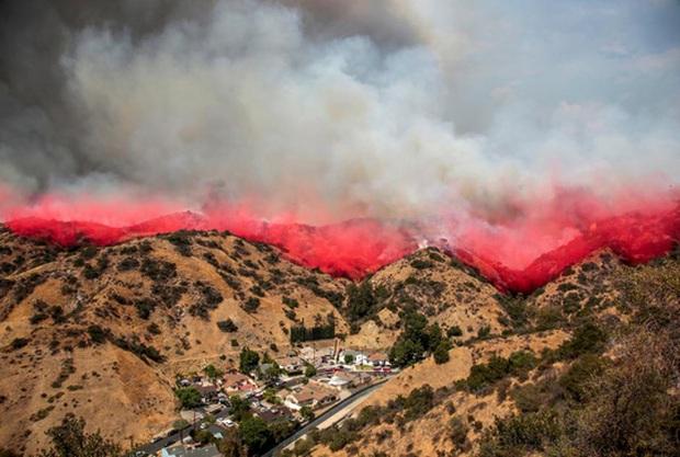 """Mỹ: Los Angeles """"gồng mình"""" trước vụ cháy rừng lịch sử - Ảnh 3."""