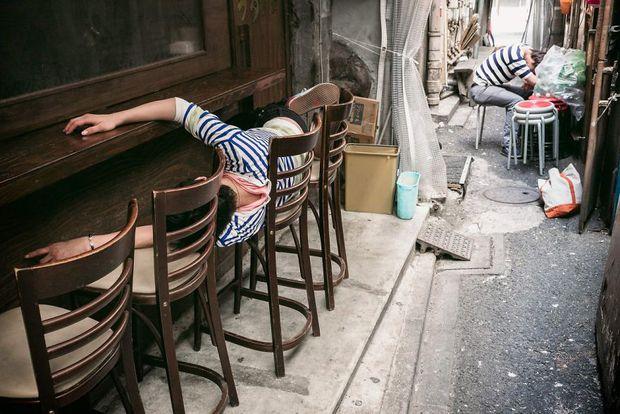 Những gã say xỉn từ ga tàu cho đến đường phố: Nét văn hóa tiệc tùng của giới công sở Nhật Bản - Ảnh 11.
