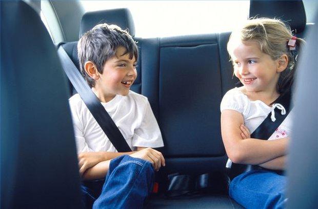 Câu chuyện 2 em bé an toàn trong chiếc xe bẹp dúm: Dành thêm 2 phút cho con để không phải hối hận cả đời - Ảnh 3.