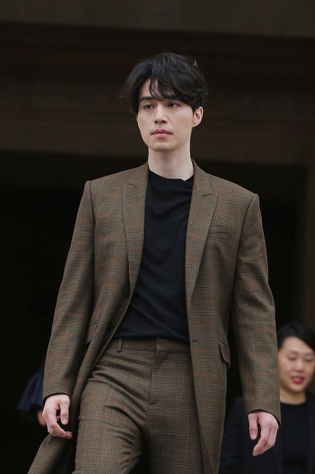 Đẳng cấp nhan sắc Lee Dong Wook: Xuất hiện như một vị thần, đến người dân Pháp cũng phải mê đắm - Ảnh 3.