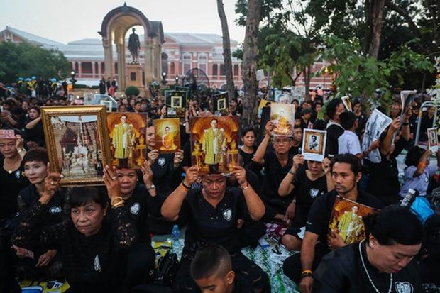 Thái Lan: Quân đội nấu ăn cho người dân đến viếng Quốc vương - Ảnh 3.