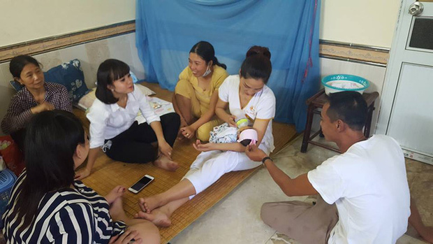 Hưng Yên: Phát hiện bé sơ sinh bị bỏ rơi sau tượng phật cùng lá thư nhờ nuôi hộ - Ảnh 3.