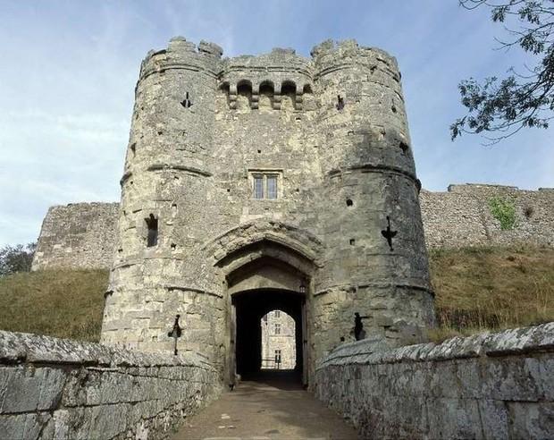 10 lâu đài ma ám đáng sợ nhất nước Anh: Bóng ác quỷ trong tiểu thuyết kinh dị Dracula - Ảnh 3.