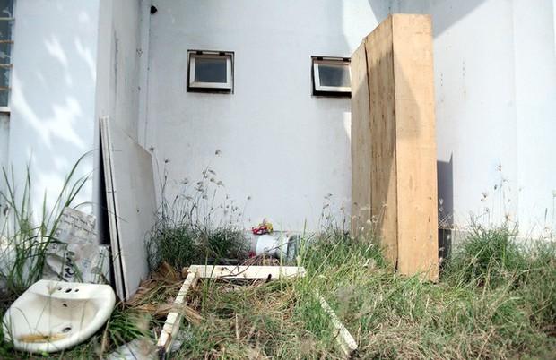 Hà Nội: Nhiều chung cư bỏ hoang cả chục năm khiến người dân nuối tiếc - Ảnh 3.