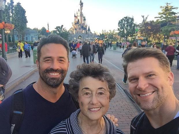 Thương mẹ 20 năm chăm sóc chồng bệnh tật, cậu con trai hiếu thảo đã báo hiếu bằng một chuyến phiêu lưu thú vị - Ảnh 3.