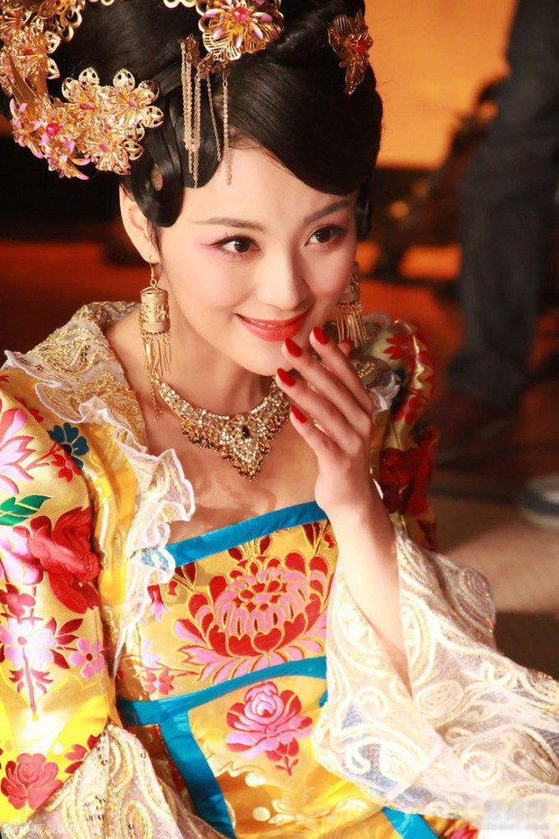 Nàng phi xảo trá có làn da tỏa hương hoa, bị Hoàng đế ép làm chiến lợi phẩm cho bao người chiêm ngưỡng - Ảnh 3.