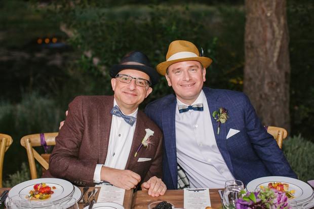 Đấu tranh cho tình yêu suốt 22 năm, cặp đôi đồng tính vỡ òa trong ngày cưới hạnh phúc - Ảnh 2.