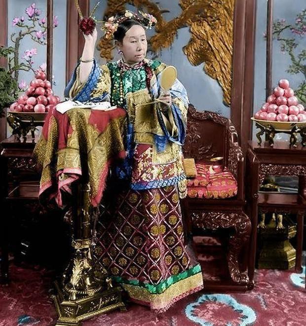 Cuộc sống xa hoa tột bậc của Từ Hy Thái Hậu: Ăn 120 sơn hào hải vị mỗi bữa, có riêng một tuyến đường sắt đi lại trong cung - Ảnh 3.