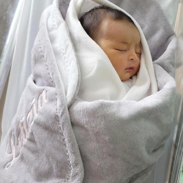 Chiêm ngưỡng vẻ đáng yêu của con gái mỹ nhân đẹp nhất Philippines - Ảnh 3.