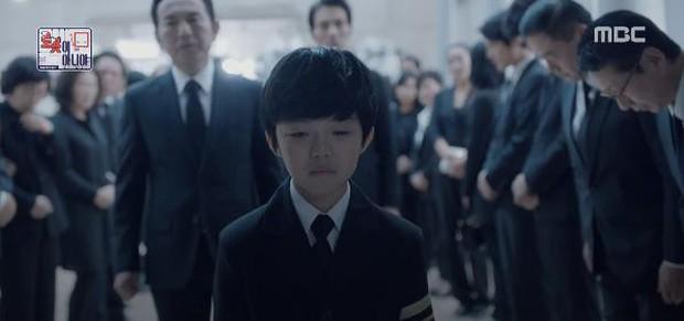 Quá manh động, Yoo Seung Ho không sợ ngứa, kề sát môi robot - Ảnh 11.