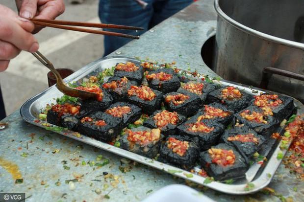 5 đặc sản nổi tiếng thế giới thách bạn ăn mà không bịt mũi, Việt Nam có 1 món - Ảnh 3.