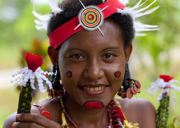 Chuyện yêu thú vị ở đảo quốc nữ quyền: Cứ đến mùa khoai, phụ nữ lại đi săn trai, có những căn lều để ngoại tình thoải mái - Ảnh 3.