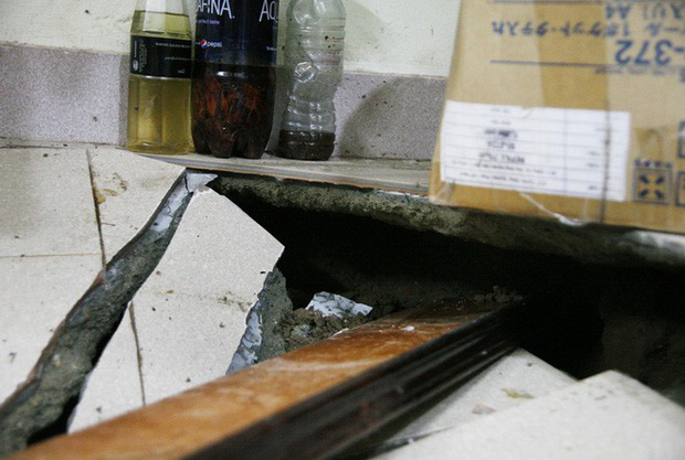 Hà Nội: Hàng chục người tháo chạy vì nền nhà sụt lún, nổ lớn trong đêm - Ảnh 3.