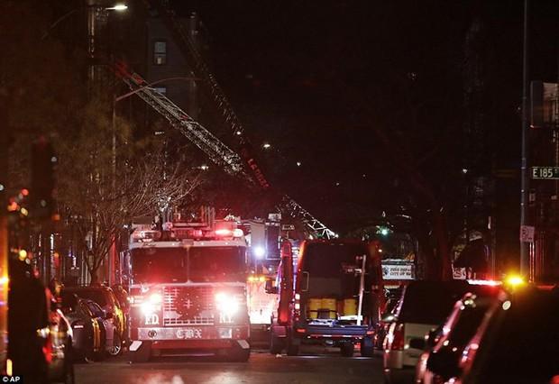 Hiện trường vụ cháy kinh hoàng làm 12 người chết ở New York (Mỹ) - Ảnh 3.