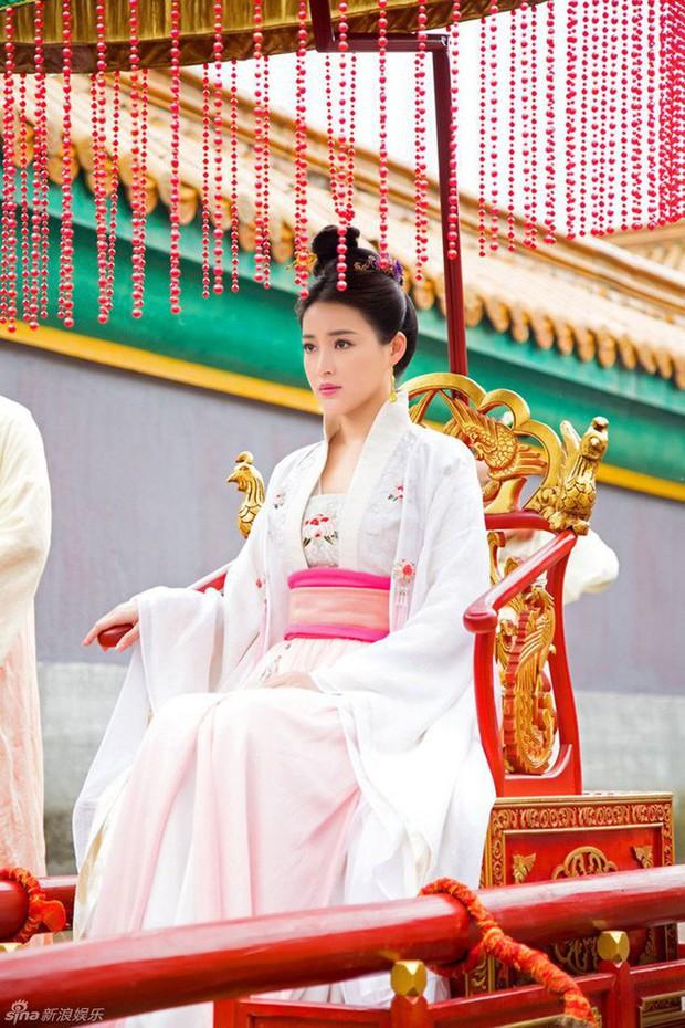 Cuộc đời ngang trái của Hoàng hậu bị chị gái từ mặt vì dan díu với anh rể, sau sa cơ phải hầu hạ bạo chúa - Ảnh 3.