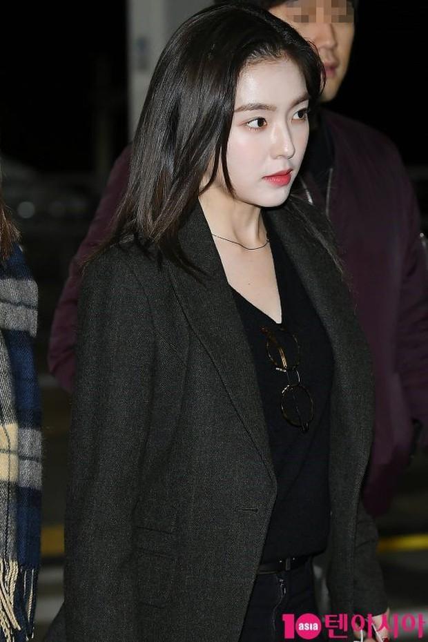 Jessica trở lại thời kỳ đỉnh cao nhan sắc nhưng lại lộ chân tong teo, Sunmi cùng dàn sao Hàn đổ bộ sân bay - Ảnh 21.