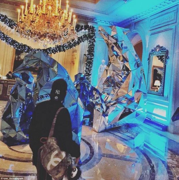 """Cuộc sống """"vương giả"""" của Hội con nhà giàu dịp Giáng sinh: Sắm Rolex sang chảnh, khám phá Bắc Cực bằng trực thăng - Ảnh 21."""