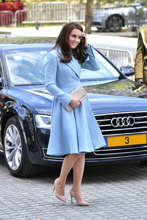 Tổng kết năm 2017, Công nương Kate đã chi hơn 3 tỷ đồng mua sắm quần áo - Ảnh 21.