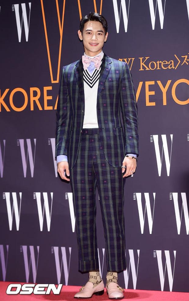 """Sự kiện hiếm có: """"Mẹ Kim Tan"""" Kim Sung Ryung hở bạo, cùng dàn mỹ nhân không tuổi thay nhau """"đè bẹp"""" các nhan sắc đàn em - Ảnh 22."""