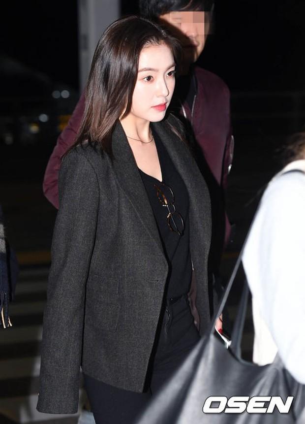 Jessica trở lại thời kỳ đỉnh cao nhan sắc nhưng lại lộ chân tong teo, Sunmi cùng dàn sao Hàn đổ bộ sân bay - Ảnh 22.