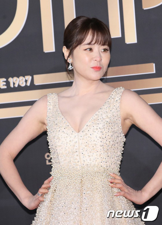 Thảm đỏ KBS Drama Awards: Kim Ji Won gây sốc.. vì quá đẹp, Jang Nara đọ sắc với Kim So Hyun và dàn chị đại không tuổi - Ảnh 22.