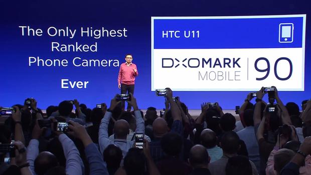HTC U11 chính thức ra mắt, cho phép người dùng thao tác bằng cách bóp chặt - Ảnh 24.