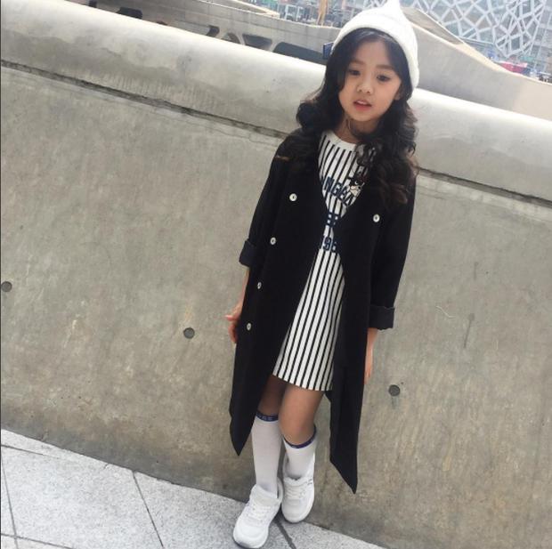 Cứ mỗi mùa Seoul Fashion Week đến, dân tình lại chỉ ngóng xem street style vừa cool vừa yêu của những fashionista nhí này - Ảnh 27.