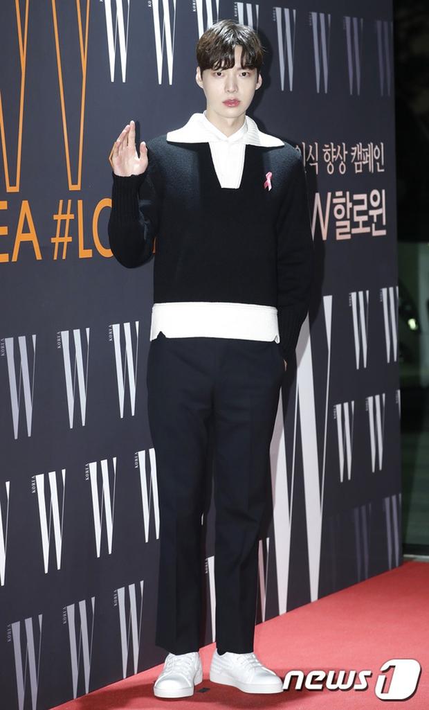 """Sự kiện hiếm có: """"Mẹ Kim Tan"""" Kim Sung Ryung hở bạo, cùng dàn mỹ nhân không tuổi thay nhau """"đè bẹp"""" các nhan sắc đàn em - Ảnh 28."""
