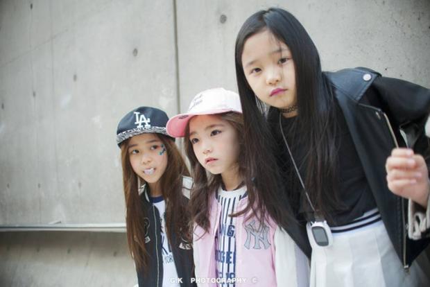 Cứ mỗi mùa Seoul Fashion Week đến, dân tình lại chỉ ngóng xem street style vừa cool vừa yêu của những fashionista nhí này - Ảnh 29.