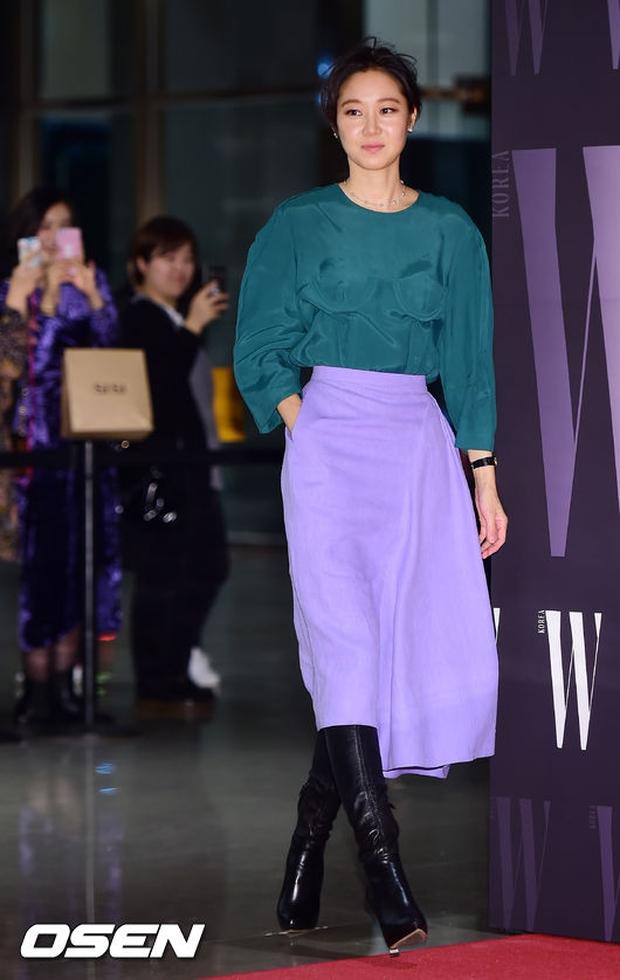 """Sự kiện hiếm có: """"Mẹ Kim Tan"""" Kim Sung Ryung hở bạo, cùng dàn mỹ nhân không tuổi thay nhau """"đè bẹp"""" các nhan sắc đàn em - Ảnh 29."""