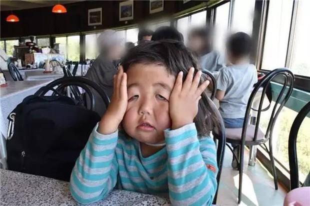 Bị mẹ dìm hàng không thương tiếc nhưng biểu cảm mặt xấu của cô bé 5 tuổi vẫn khiến dân mạng điêu đứng - Ảnh 30.