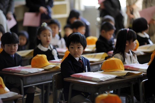 Thảm cảnh bị bắt nạt và bạo lực học đường của những đứa trẻ tị nạn vùng Fukushima - Ảnh 3.