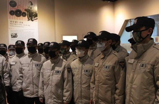 Sau khi bị ốm, T.O.P lại gây sốt vì lấy lại phong độ cực bảnh trong quân ngũ - Ảnh 5.