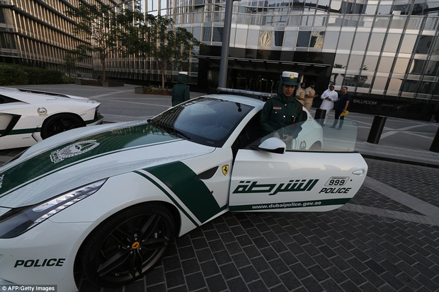 Đã có xe siêu xịn giờ còn nhanh nhất thế giới, cảnh sát ở Dubai đúng là sướng không ai bằng - Ảnh 5.