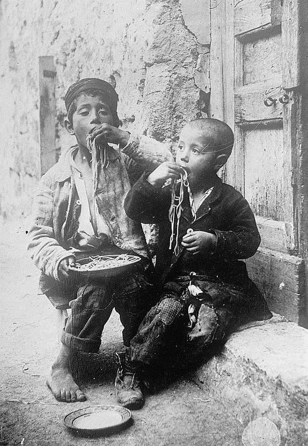 Ăn mỳ Ý bằng nĩa là bình thường, đây mới là cách ăn mỳ Ý đúng kiểu truyền thống - Ảnh 4.