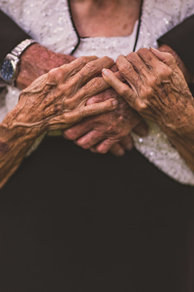 Mối tình già son sắt của cặp vợ chồng trong bộ ảnh kỉ niệm 65 năm ngày cưới khiến ai cũng thầm ao ước - Ảnh 4.