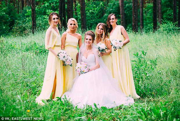 Chụp ảnh gợi cảm trong nhà thờ đổ nát: Người mẫu Nga có thể phải lĩnh án tù 3 năm - Ảnh 3.