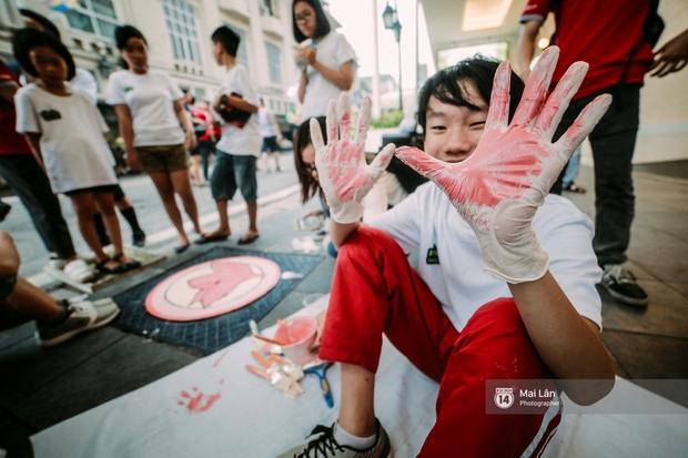 Nhỏ mà có võ, những nắp cống được tô vẽ màu mè đáng yêu khiến ai dạo qua phố đi bộ Hà Nội cũng mỉm cười! - Ảnh 4.
