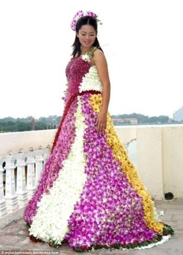 Những bộ váy cưới khiến khách đi ăn tiệc cười chết ngất: Độc là được, xấu đẹp miễn bàn - Ảnh 4.