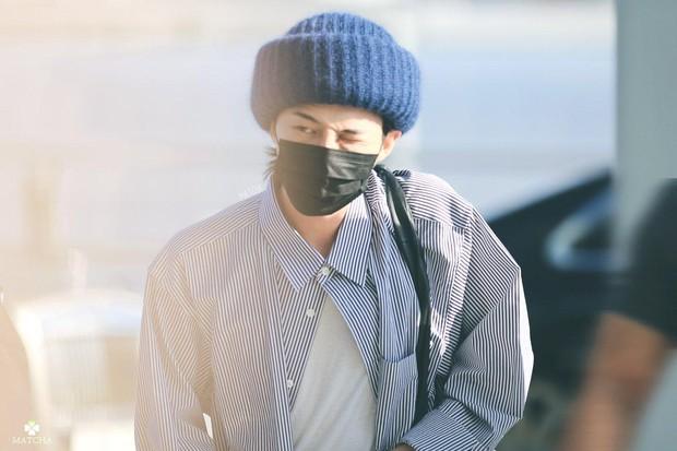 Người hâm mộ thích thú khi biết được danh tính chàng fanboy bám chặt vào cửa xe của Seungri (Big Bang) để trò chuyện tại sân bay - Ảnh 4.