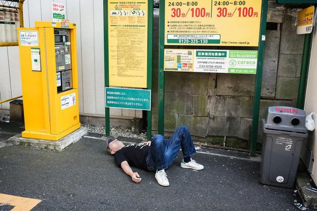 Những gã say xỉn từ ga tàu cho đến đường phố: Nét văn hóa tiệc tùng của giới công sở Nhật Bản - Ảnh 19.