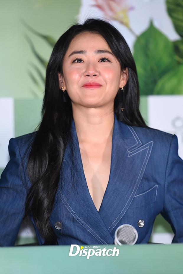 Em gái quốc dân Moon Geun Young ngày càng hở bạo, khoe đôi chân nuột bất ngờ - Ảnh 4.