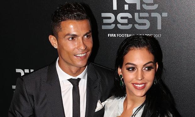 SCANDAL: Ronaldo lừa dối bạn gái mang thai, qua đêm với nữ sinh - Ảnh 4.