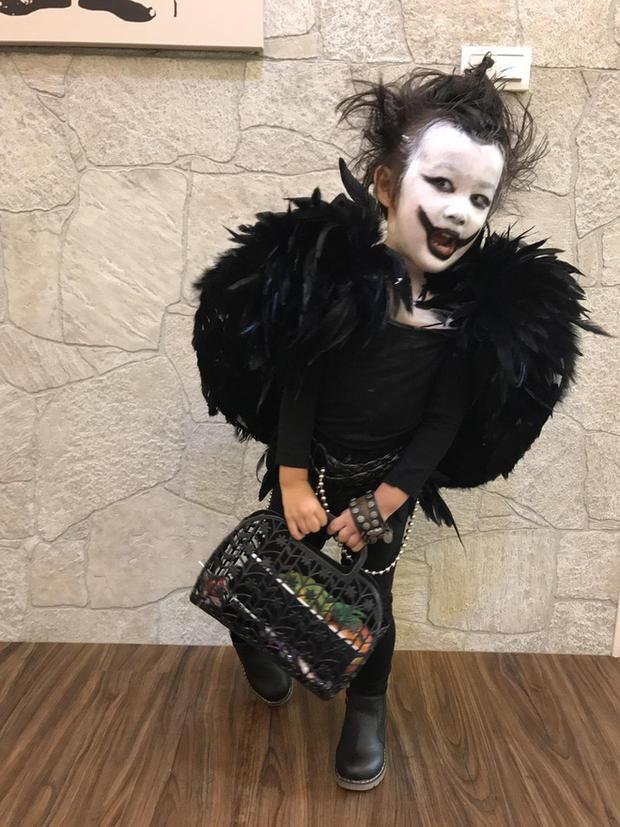 """Chán""""Con ma Vô Diện"""", chị em nhà cô bé Meng Meng diện ngay trang phục thần chết trong Death Note cực kì ấn tượng - Ảnh 3."""