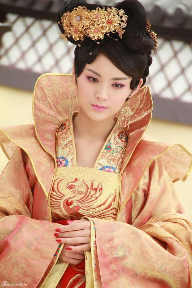 Nàng phi xảo trá có làn da tỏa hương hoa, bị Hoàng đế ép làm chiến lợi phẩm cho bao người chiêm ngưỡng - Ảnh 4.